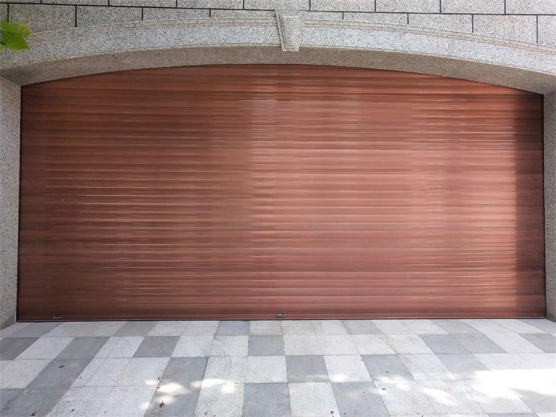 仿铜拉丝车库门
